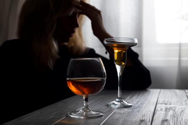 Женский алкоголизм: причины, стадии, лечение