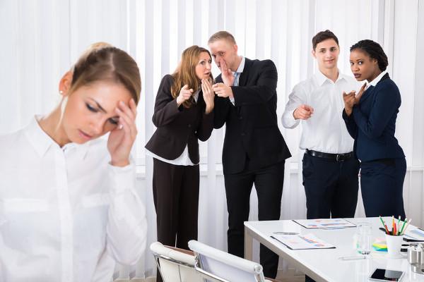 Сплетни на работе: как относиться?
